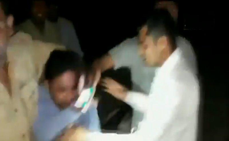 UP में पुलिस की दबंगई: पत्रकार का आरोप- GRP ने कपड़े उतारे, पीटा, चेहरे पर पेशाब किया