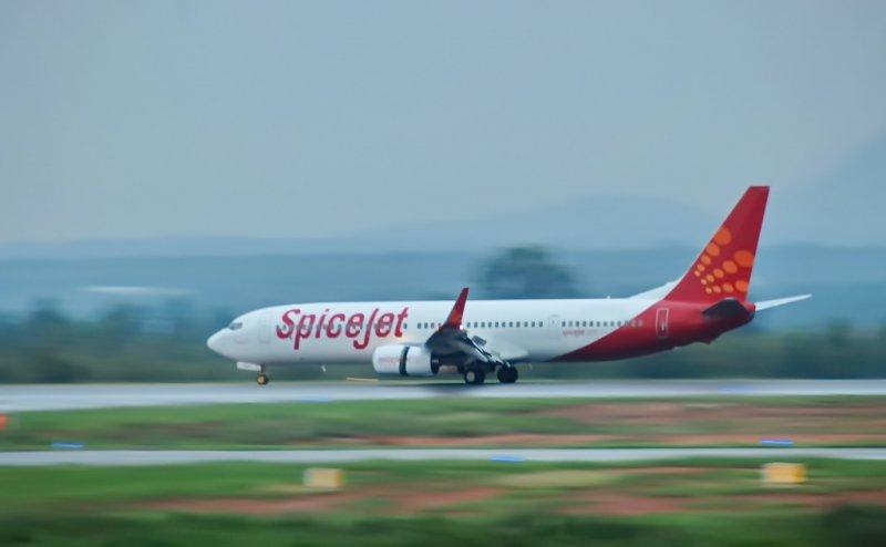 12,000 फीट की ऊंचाई पर SpiceJet फ्लाइट का टायर फटा, जयपुर में कराई गई इमरजेंसी लैंडिंग, 189 यात्री थे सवार