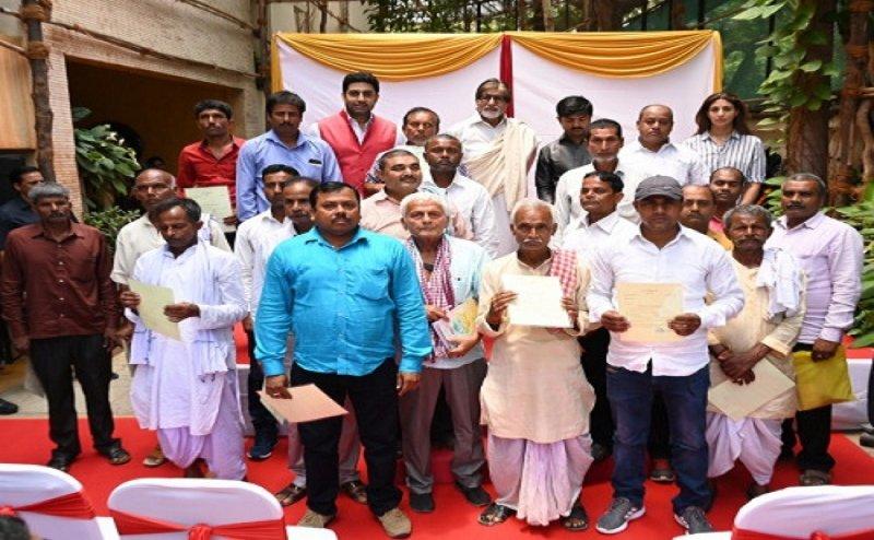 अमिताभ बच्चन ने चुकाया बिहार के 2100 किसानों का लोन, की इतने रुपये की मदद