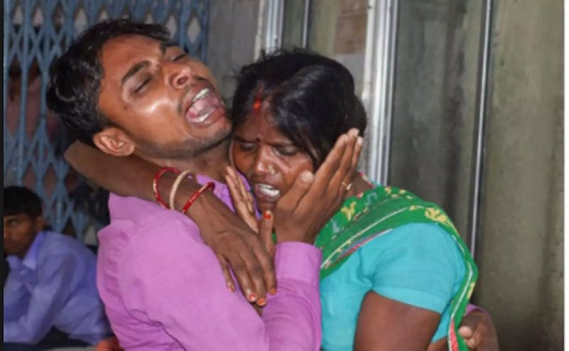 बिहार में डॉक्टरों की हड़ताल से हाहाकार, चमकी बुखार से अभी तक 100 बच्चों की मौत