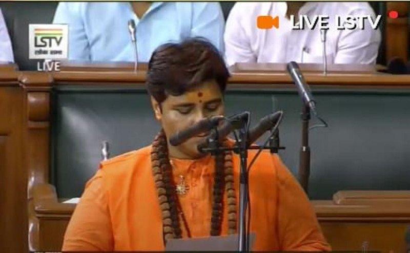 लोकसभा में BJP सांसद प्रज्ञा सिंह ठाकुर की शपथ पर विवाद, विपक्ष का हंगामा
