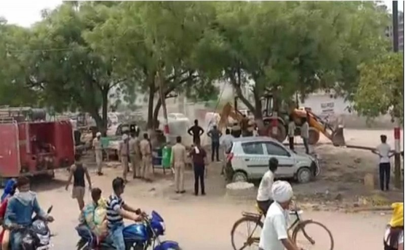 ताजमहल के पास गैस रिसाव से मचा हड़कंप, खोदाई के दौरान पाइप लाइन हुआ है क्षतिग्रस्त