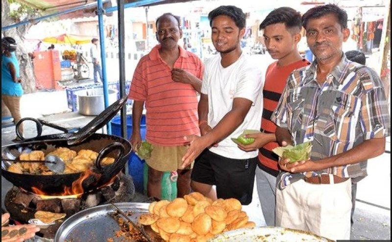 करोड़पति निकला अलीगढ़ का ये कचौड़ी वाला, सालाना टर्न ओवर जान दंग रह गया Sales Tax Deptt