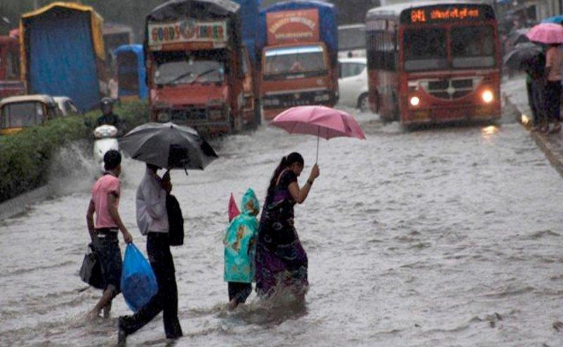 यूपी-उत्तराखंड में अगले 48 घंटे में दस्तक देगा मानसून, इऩ इलाकों में भारी बारिश का अलर्ट