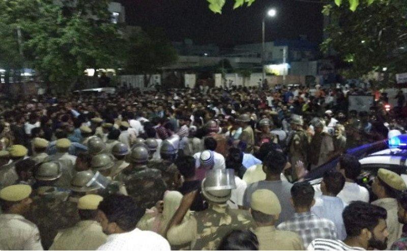 7 साल की बच्ची से दुष्कर्म के बाद जयपुर में पथराव और हिंसा,40 थानों की पुलिस तैनात