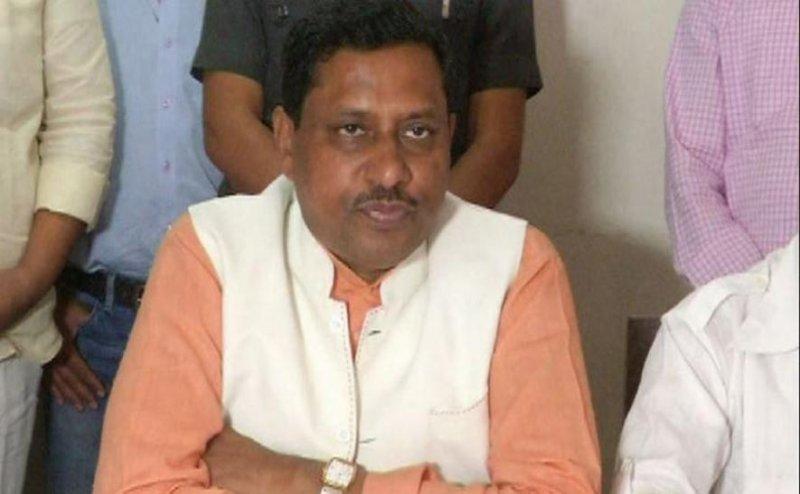 BJP सांसद कठेरिया के सामने गार्ड ने की फायरिंग,टोलकर्मियों को पीटा