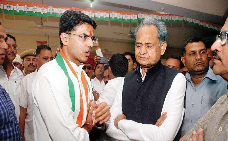 राजस्थान कांग्रेस दो फाड़! CM पद के लिए एक बार फिर गहलोत और पायलट आमने-सामने