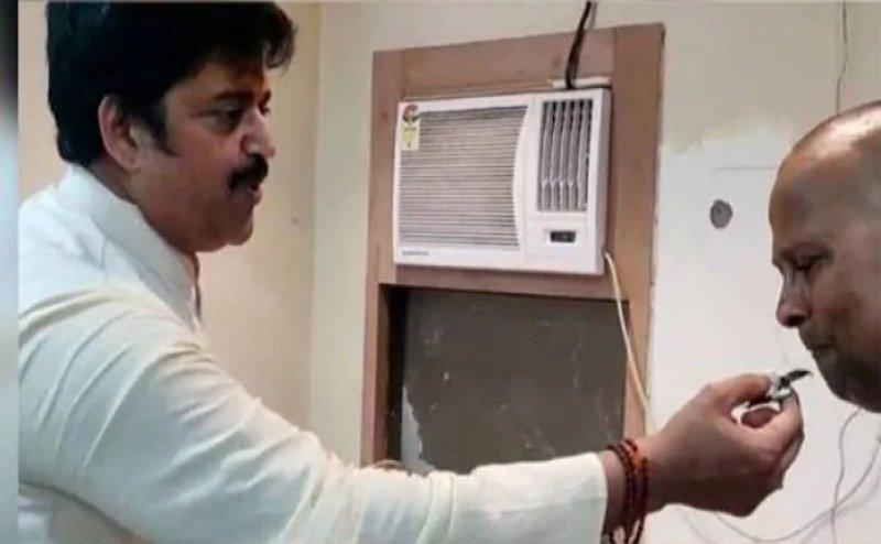 रवि किशन ने पुलिस को केक खिलाकर धन्यवाद देते कहा- चुनाव में मदद के लिए हूं शुक्रगुज़ार