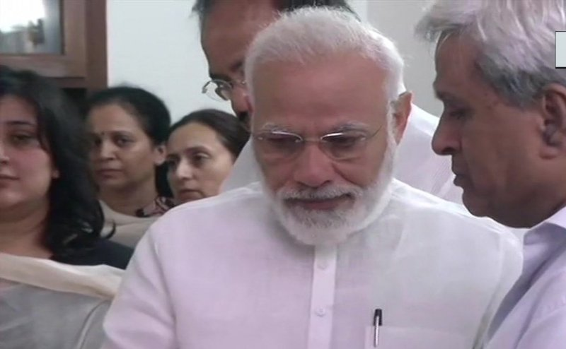 सुषमा के अंतिम दर्शन कर भावुक हुए PM मोदी, रोते हुए फफक पड़े