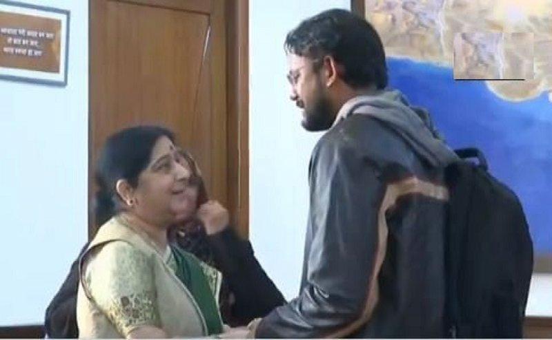हामिद को जब 6 साल बाद PAK जेल से निकाल लाई थीं सुषमा, मां बोली- `मेरी मैडम महान`