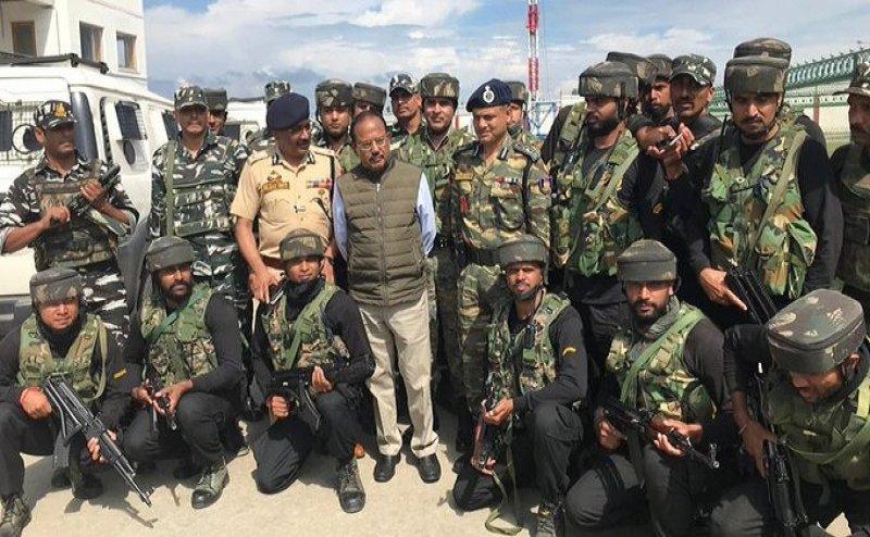 श्रीनगर पहुंचे NSA डोभाल, बकरीद के मौके पर लाल चौक समेत कई इलाकों का किया दौरा
