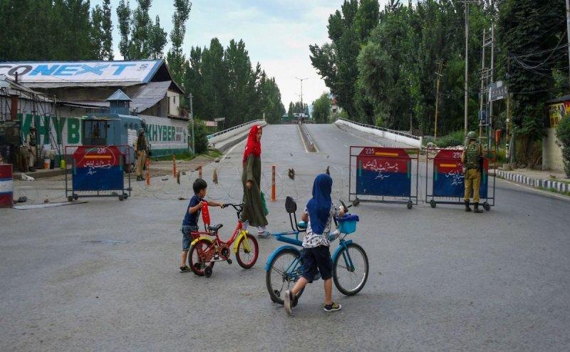 श्रीनगर में शुरू हो गई लैंडलाइन सेवा, जम्मू में 2G इंटरनेट सेवा भी बहाल