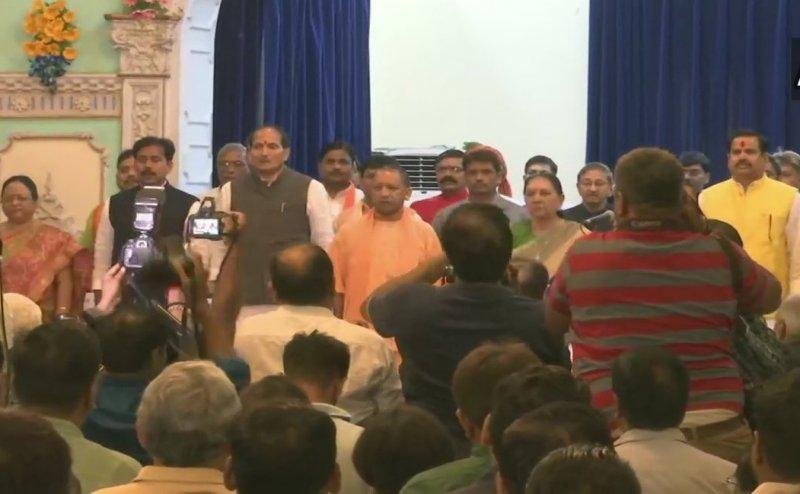 योगी मंत्रिमंडल का विस्तार, सुरेश राणा समेत 23 मंत्रियों ने ली शपथ