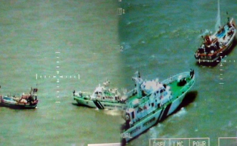 कच्छ में PAK कमांडो घुसने की खबर! नौसेना ने गुजरात के बंदरगाहों को किया अलर्ट
