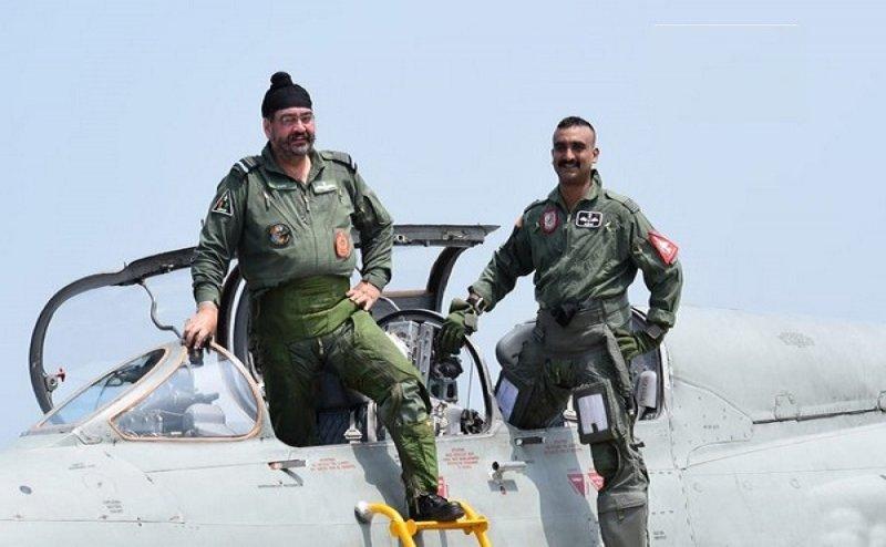 नए जोश में दिखे विंग कमांडर अभिनंदन, एयरफोर्स चीफ के साथ उड़ाया MIG-21