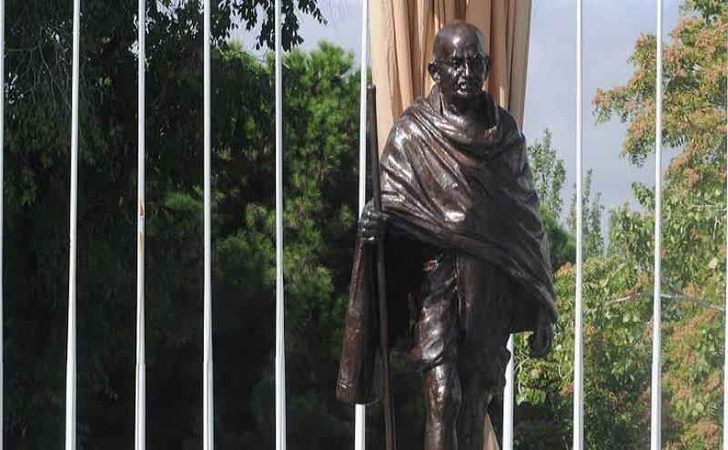 हे राम! मध्य प्रदेश के रीवा से महात्मा गांधी की अस्थियां चोरी, चोरों ने तस्वीर पर लिख दिया - राष्ट्रद्रोही