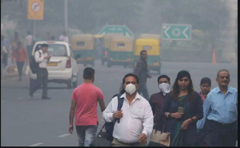जमकर फूटे पटाखे, Delhi NCR में अगले 2-3 दिन सांस लेना 'खतरनाक'