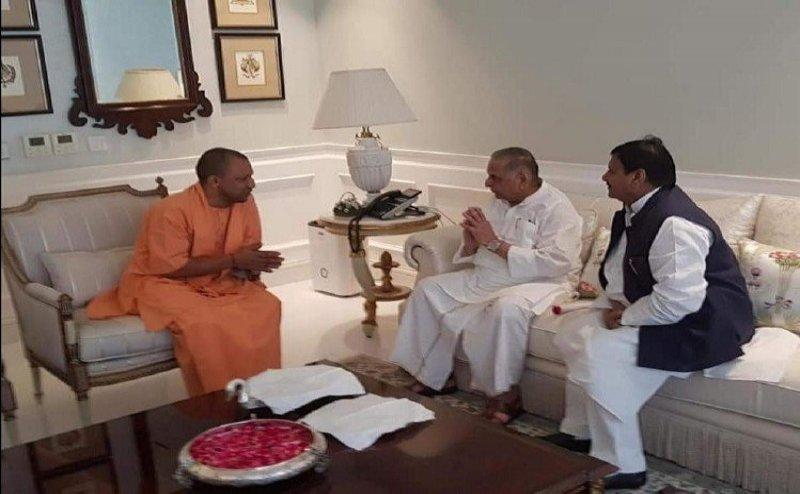 मुलायम सिंह यादव से मिले CM योगी आदित्यनाथ, शिवपाल सिंह भी रहे साथ