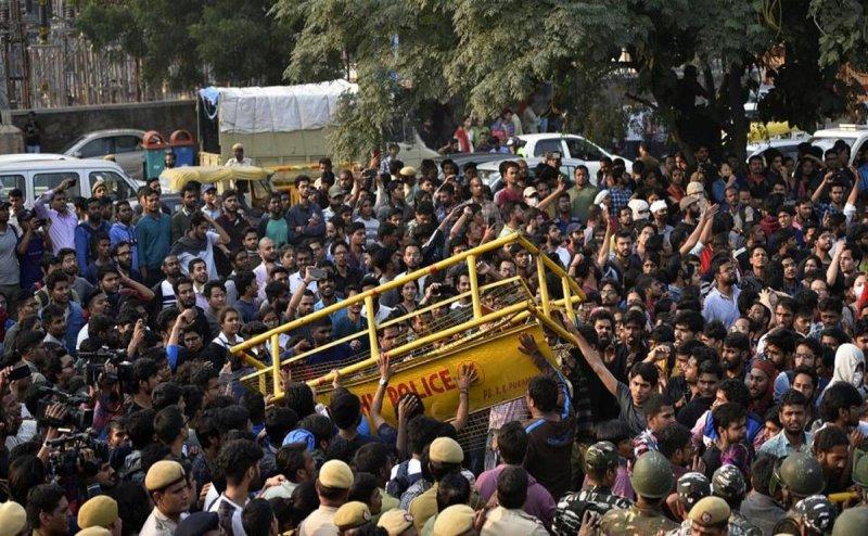 JNU Protest: रंग लाया स्टूडेंट्स का विरोध, कम हुई बढ़ी हुई फीस