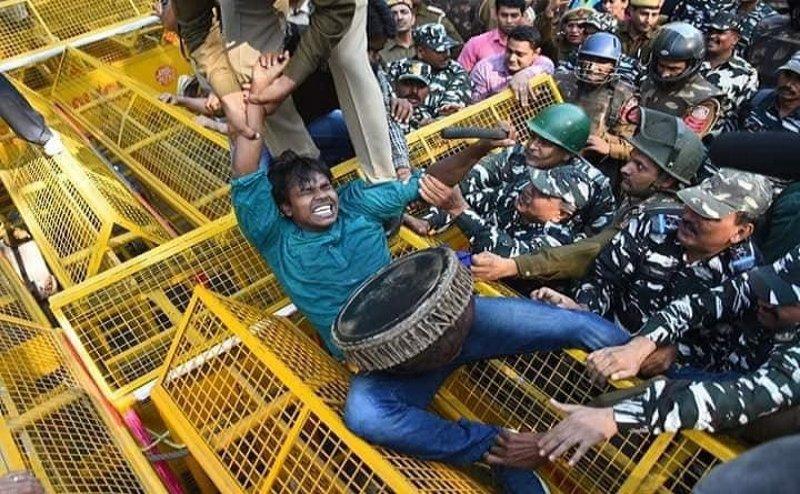 JNU छात्रों के प्रदर्शन पर दिल्ली पुलिस ने दर्ज की FIR, कानून उल्लंघन का आरोप
