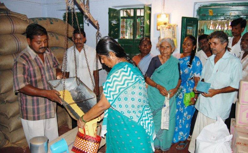 सरकारी राशन में घोटाला: रायगढ़ के गरीब लाभुकों के कोटे का चावल खा रहे हैं PDS दुकानदार