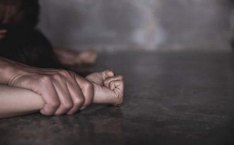 स्कूल वैन ड्राइवर ने पिकनिक के बहाने दो साथियों के साथ किया नाबालिग बच्ची के साथ दुष्कर्म