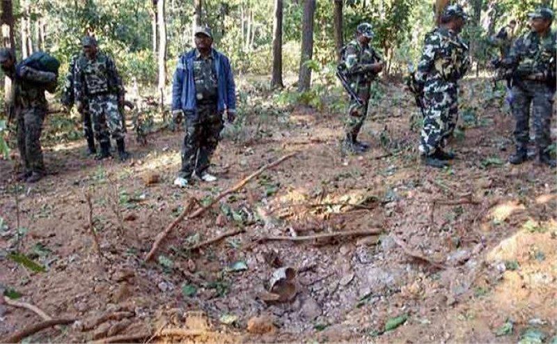 ब्रेकिंग न्यूज़: 3 IED बम बरामद, बीजापुर के बाज़ार में धमाके करना चाहते थे नक्सली