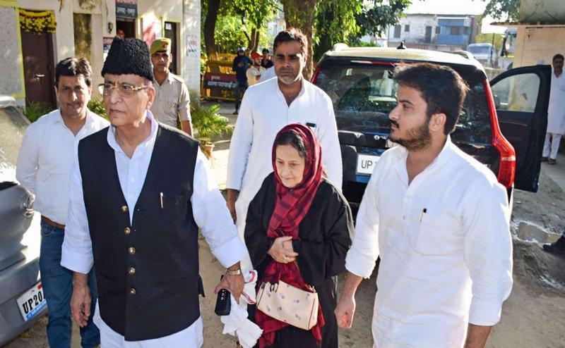 आजम खान, उनके बेटे और पत्नी के खिलाफ जारी हुआ गैर-जमानती वॉरंट, मामला फर्जी बर्थ सर्टिफिकेट का
