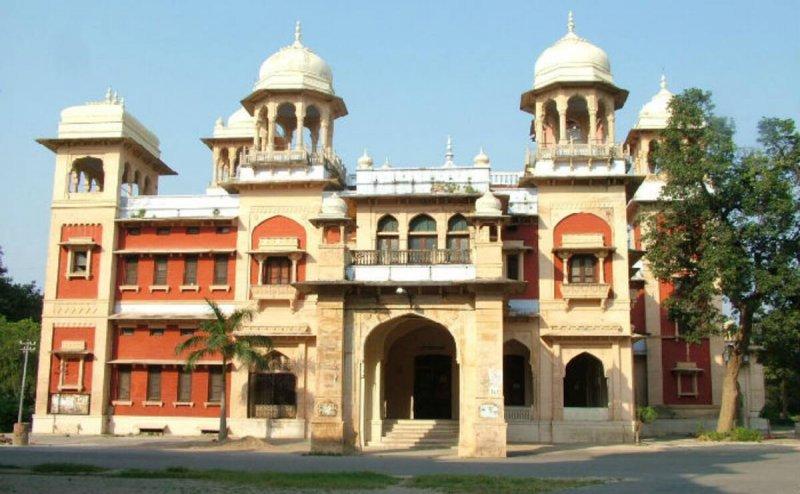 UP के कई विश्वविद्यालय में कहीं हिंदू पढ़ा रहे हैं उर्दू तो कहीं मुसलमान पढ़ा रहे हैं हिंदी-संस्कृत