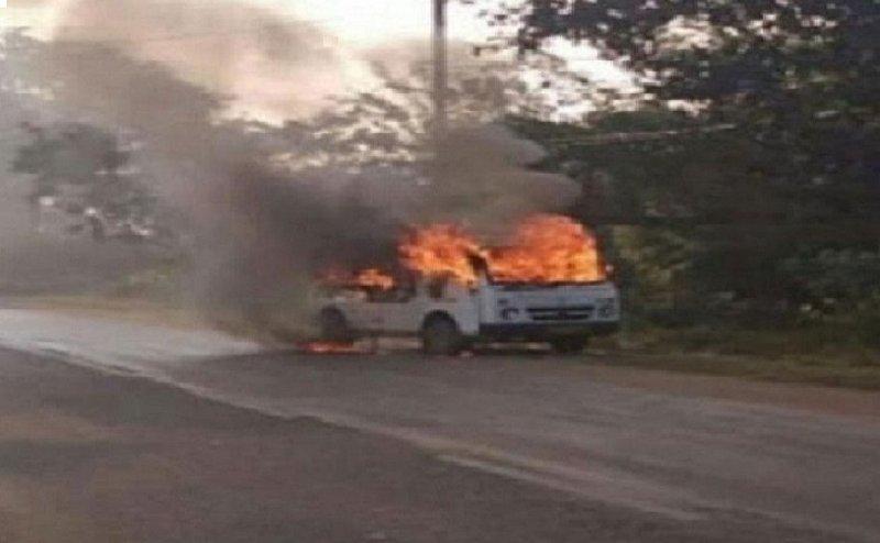 बच्चों को लेने जा रही चलती स्कूली वैन में लगी आग, स्कूल वाहनों की फिटनेस पर फिर सवाल