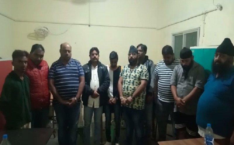 आधीरात जंगल से 11 जुआरियों को पुलिस ने किया गिरफ्तार, सभी जुआरी रसूखदार परिवार से