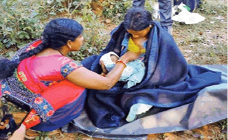 नहीं मिली एंबुलेंस तो बीच जंगल में ही जन्म दिया बच्चे को, सेना के जवानों ने की मदद