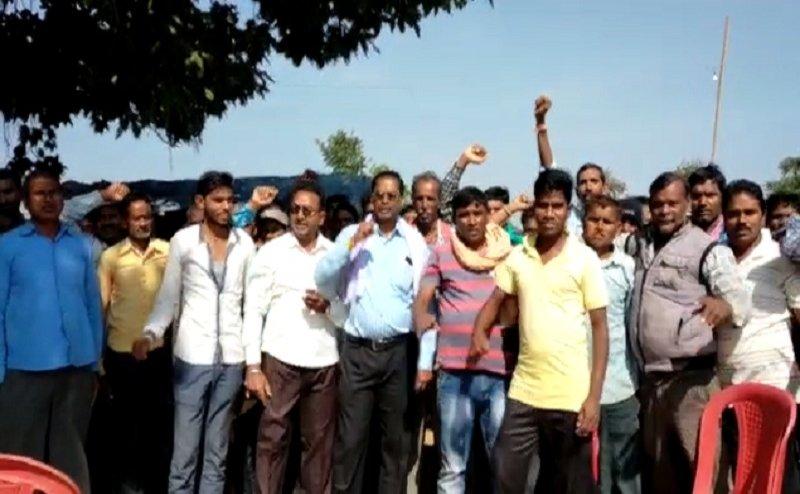 धान खरीदी के नियमों में बदलाव को लेकर  सरकार के खिलाफ किसानों का प्रदर्शन