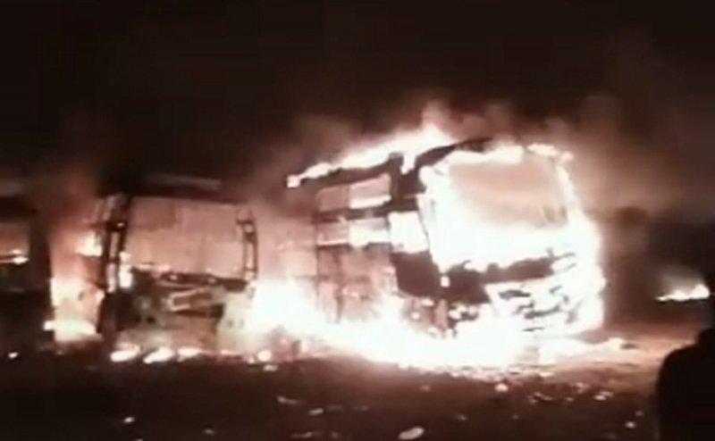 शॉट्स सर्किट से 3 बसें जलकर हुई खाक