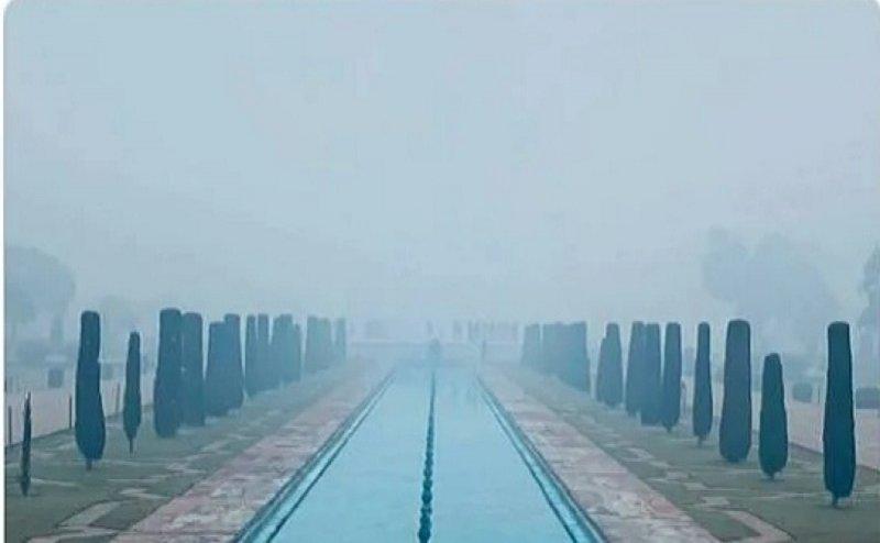 और गायब हो गया ताज महल! नहीं, ये तो था धुंध का जादू