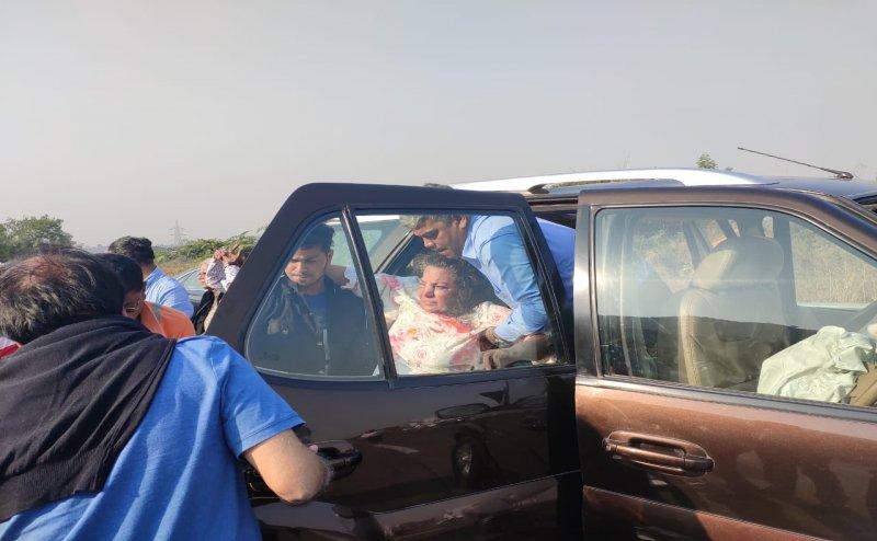 ट्रक से भिड़ी एक्ट्रेस शबाना आजमी की कार, गंभीर रूप से घायल, अस्पताल में भर्ती