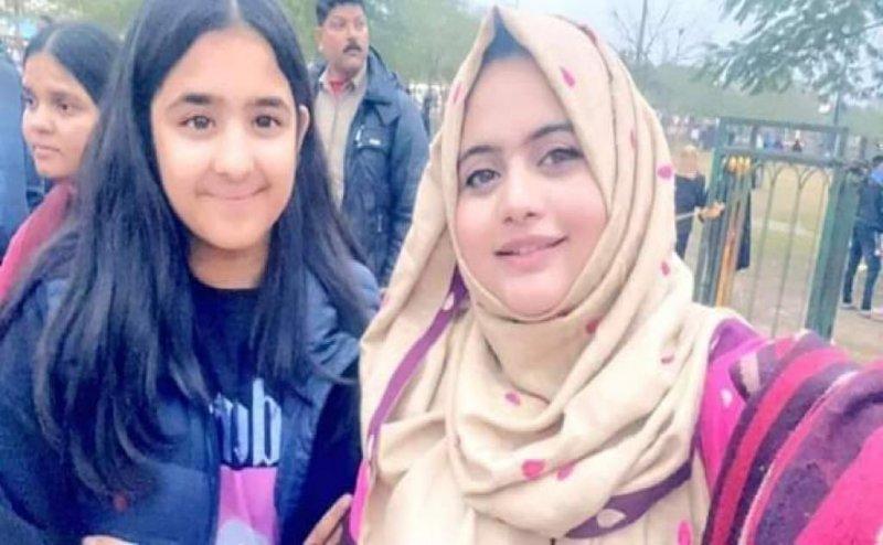 CAA के विरोध में लखनऊ के घंटाघर पहुंचीं अखिलेश यादव की बेटी टीना, फोटो वायरल