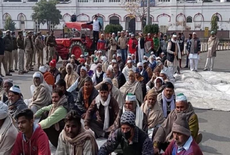 मेरठ में भारतीय किसान यूनियन तोमर गुट की पंचायत, कृषि कानूनों के विरोध में धरने पर बैठे किसान