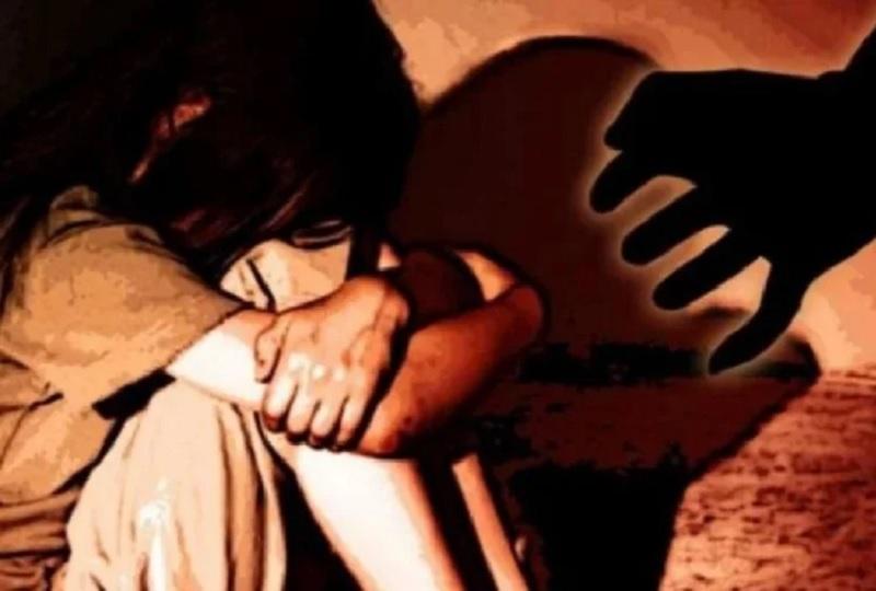 शर्मनाक! घर में खेल रही सात साल की मासूम के साथ दुष्कर्म, बच्ची ने मां को सुनाई आपबीती