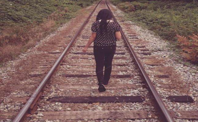 नैनीताल-  तेज़ रफ्तार ट्रेन के सामने लड़की फिर हुआ चमत्कार