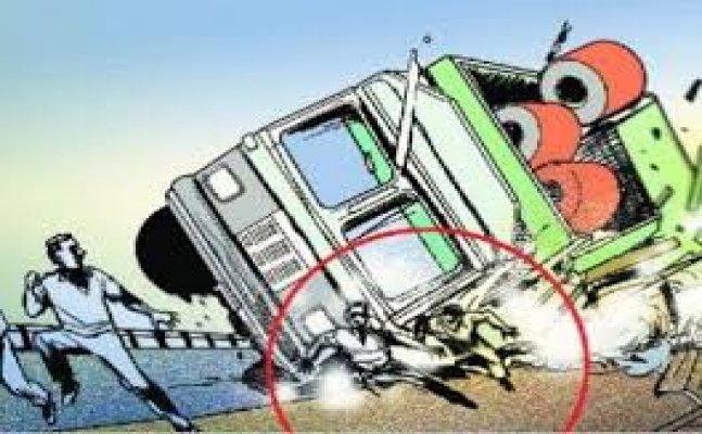 नैनीताल: छड़ायल के पास मोटर साइकिल और ट्रक की टक्कर, तीन लोगों की मौत