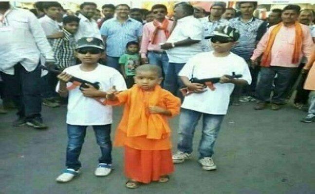 गोरखपुरः छोटे बच्चों पर भी चढ़ा सीएम योगी का जादू