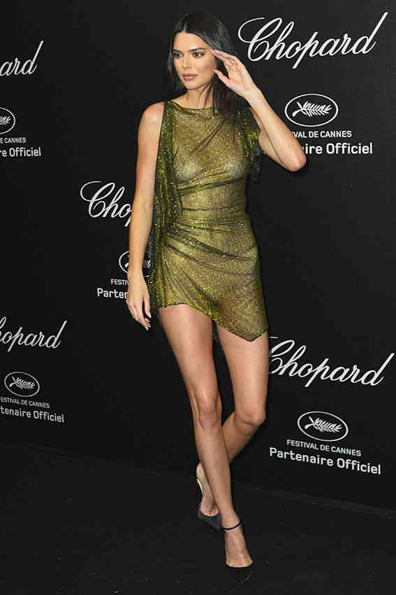 Kendall Jenner goes NUDE, poses without Bra at Cannes 2018