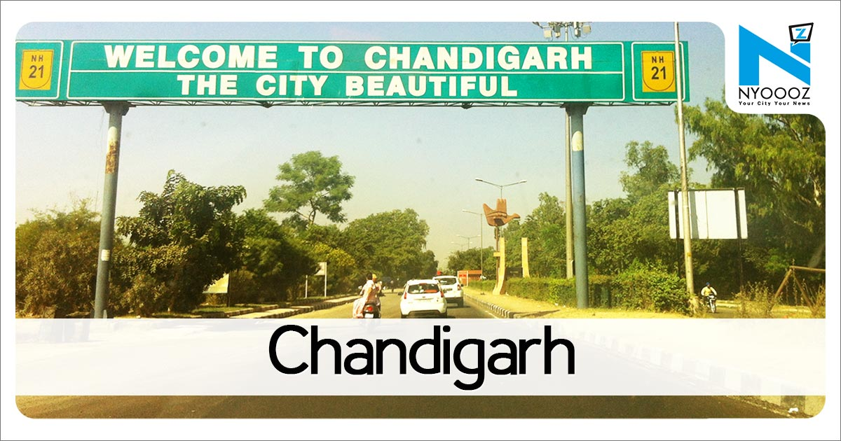 Landslide hits Chandigarh-Manali highway, hundreds of vehicles stranded