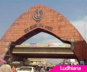 Punjab Guv gives away LMA awards
