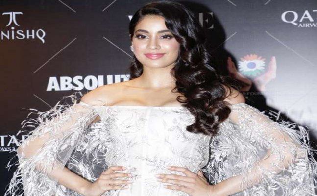 Jahnvi Kapoor's missing mom Sridevi on Vogue Beauty Awards red carpet