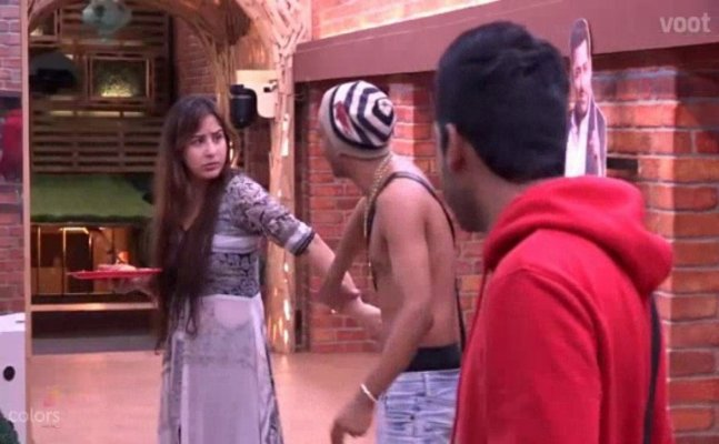 Disgusting! Akash Dadlani forcibly kisses Shilpa Shinde