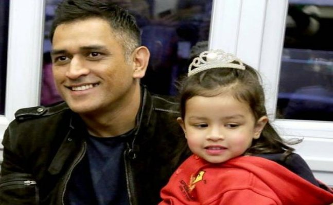 Dhoni shares an adorable video of Ziva playing with balloons