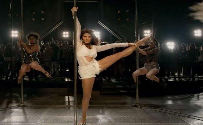 https://www.nyoooz.com/uploads/entertainment/nyoooz-images/1526646444_heeriye_race_3_pole_dance.jpg