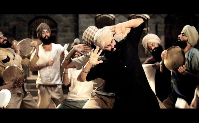 Twitterati slams Akshay Kumar for releasing Kesari song at wrong timming